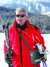 Man skiing with the Inogen One G3